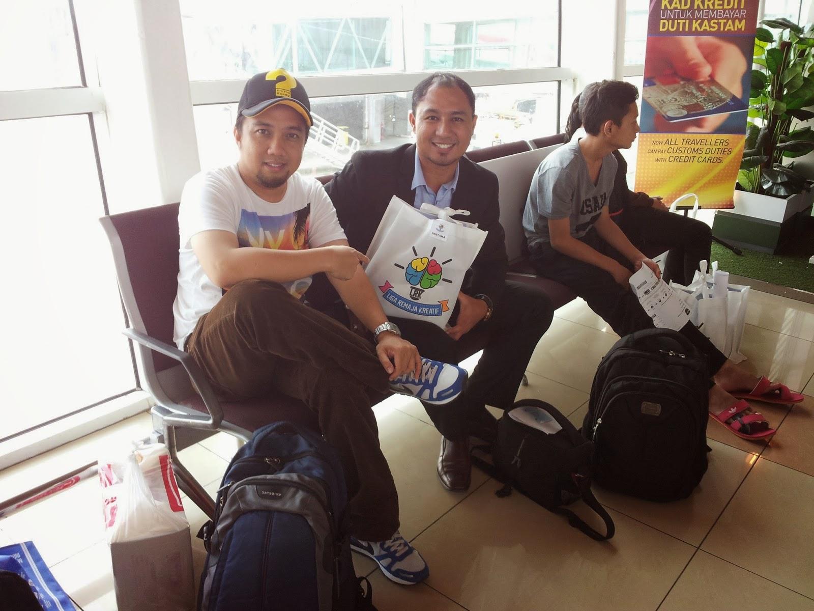 Rakan baik saya, Cikgu Radzif yang juga merupakan guru di SMK St Joseph Kuching
