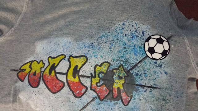 Fussballshirt mit geplottetem ball