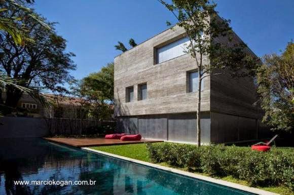 Perspectiva de una residencia contemporánea de forma cúbica en San Pablo, Brasil