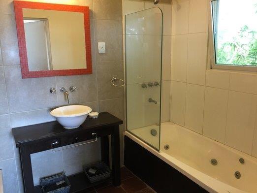 Tilos - jacuzzi en baño completo