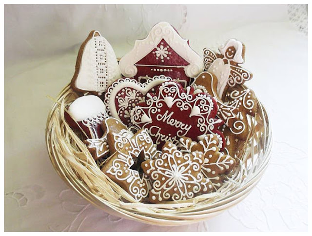 Edible Gingerbread Christmas Tree Decorations : Scrummy fairy tale edible christmas decorations the sandpit