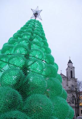 شجرة عيد الميلاد مصنوعة من 40,000 زجاجة سبرايت-منتهى