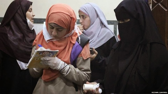 صور تُنشر لأول مرة لأحداث ميدان الجيزة ونفق الهرم أثناء مذبحة الفض 1476598_10202609935390025_908322558_n