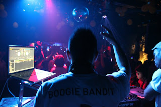 Tha Boogie Bandit and the crowd