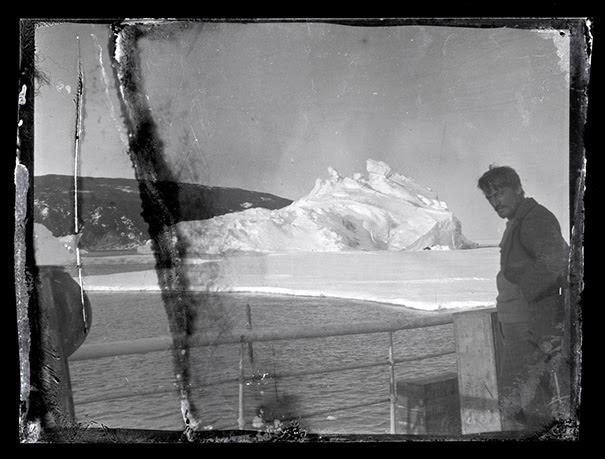 Negativos de rollos fotográficos de hace 100 descubiertos congelados en bloque de hielo de la Antártida