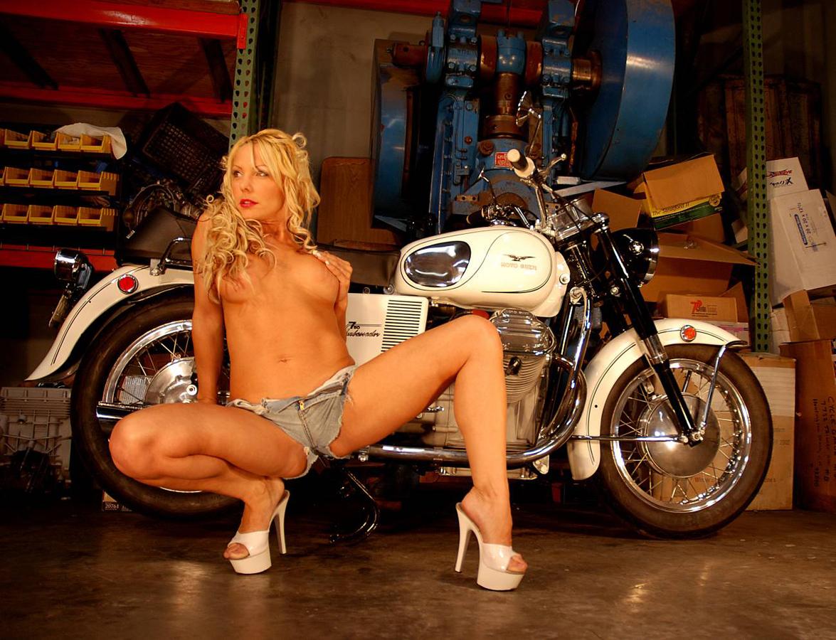 A mulher do moto taxi 8