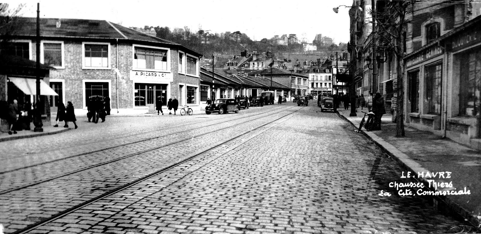 Photos historiques du réseau havrais (bus, tram, funi...) - Page 8 Cit%C3%A9+commerciale+Presse-Havraise+-+Cit%C3%A9+Thiers+002