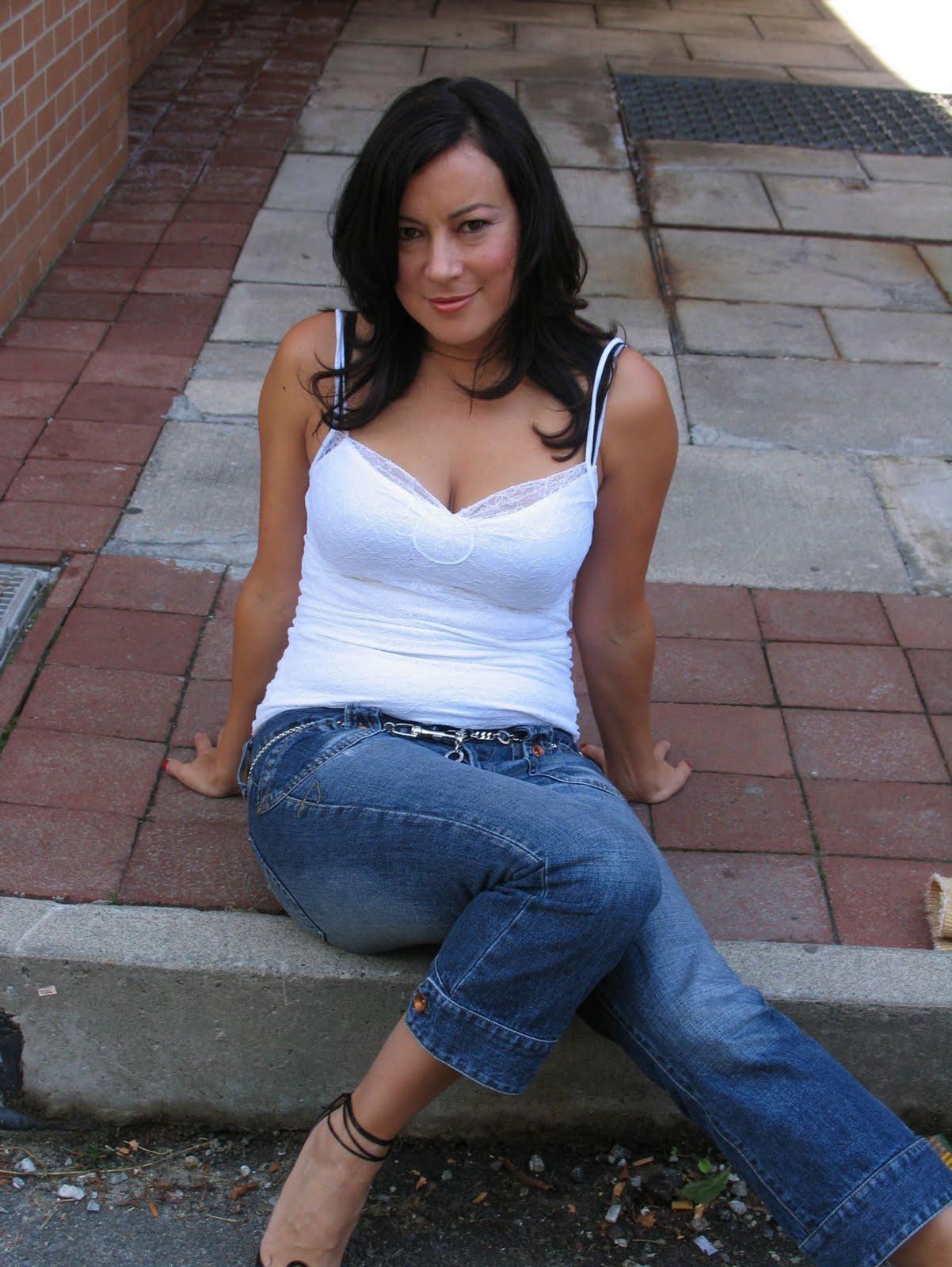 http://3.bp.blogspot.com/-ygIt-pP-oK8/TnLdeh7fy0I/AAAAAAAAB74/18H7Lx-Y0g8/s1600/jennifer+tilly+0517.jpg