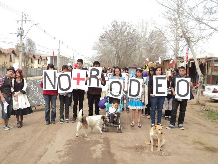 VECINOS PROTESTAN CONTRA EL RODEO EN QUILICURA