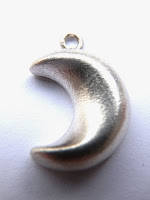 http://www.kirstytaylorjewellery.com/new-autumn-collections/477-silver-moon-necklace.html