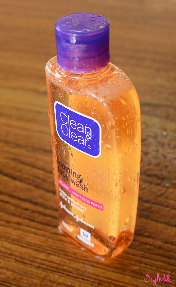 Dayle Pereira of the blog Style File reviews the Clean & Clear Facial Foaming Wash, the oil-free face wash by Johnson & Johnson that controls oil for upto 8 hours and leaves skin pimple free and clear