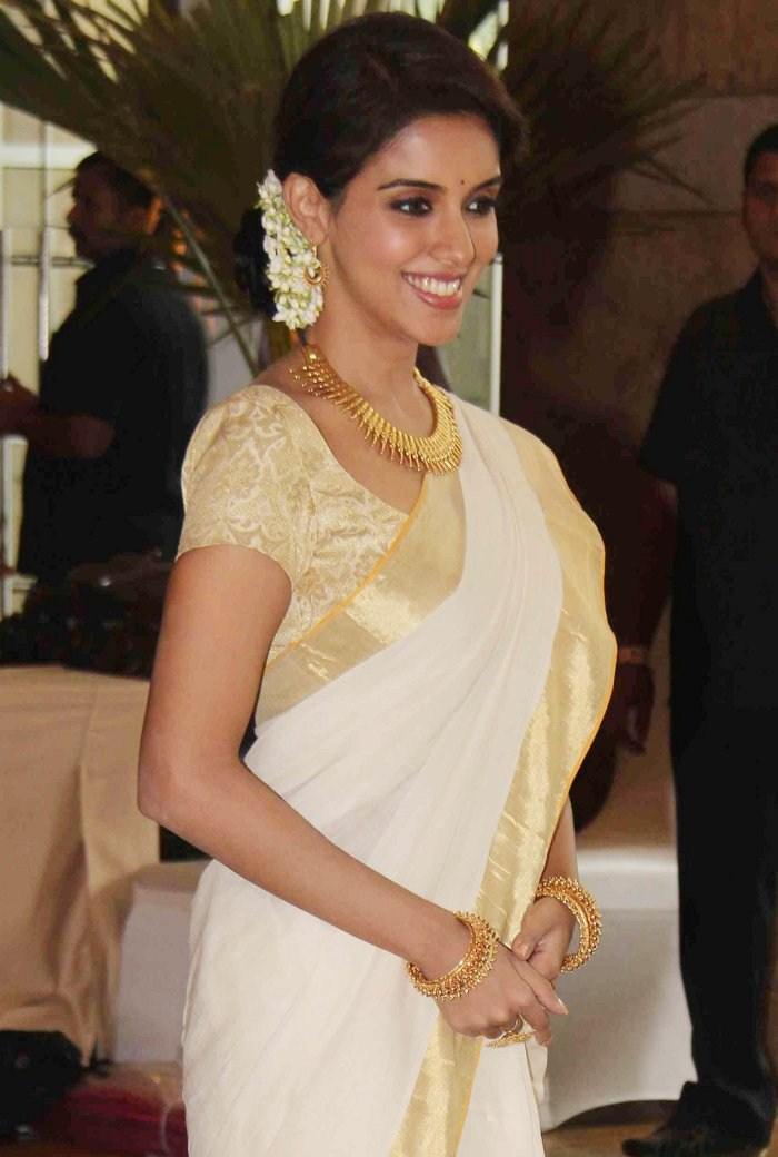 Bollywood Actress Photos: Asin in Kerala Saree Stills