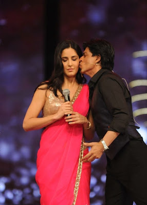 SRK AND katrina kaif at 18 th colors Screen Awards 2012