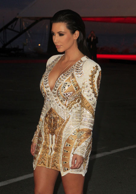 : kim kardashian with deep neck at premiere in cannes - cruel summer hot images
