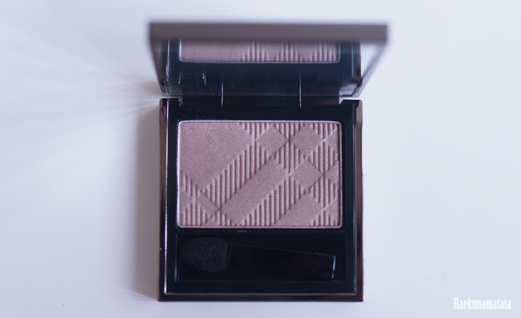 Burberry Eyeshadow in Pale Barley Review & Swatch3