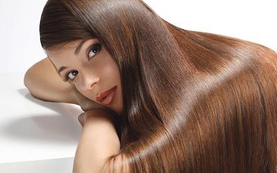 Rambut Kering Dan Mengembang? Ikuti Tips Ini