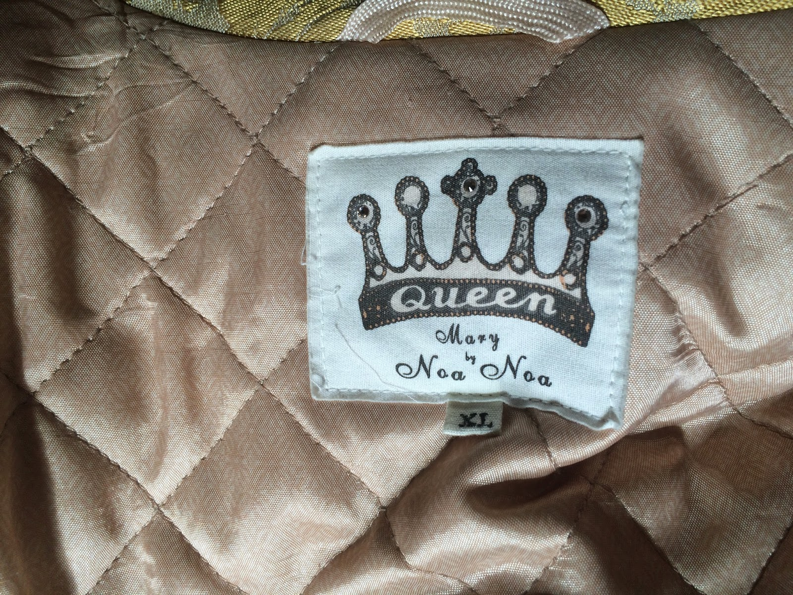 Label in the neck of Kaffesoester's gold brocade coat
