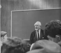 Jacob Robert Kantor impartiendo una clase