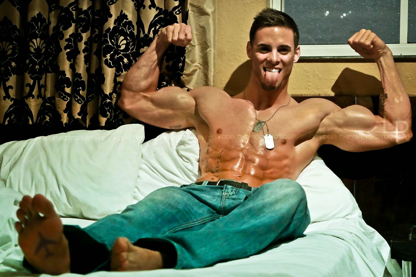 Daily Bodybuilding Motivation: Hot Incredibly Ripped and Aesthetic Logan Franklin