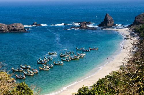 10 tempat wisata pantai terindah dan terbaik di indonesia