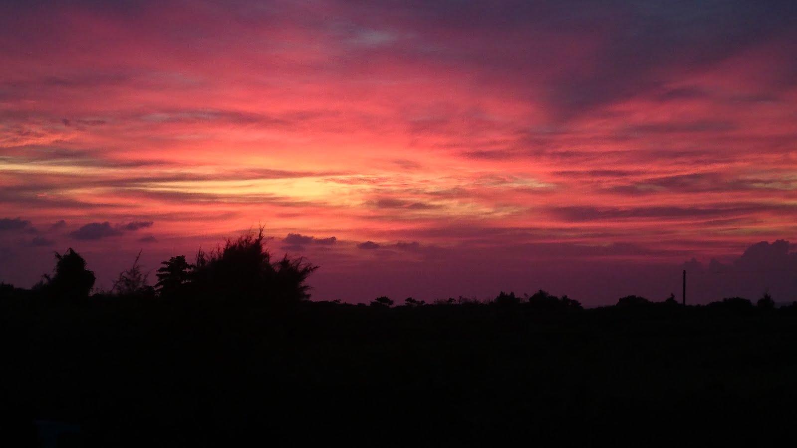 村の屋上からの夕日