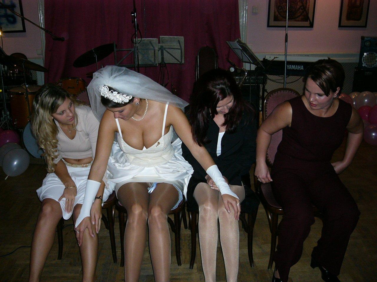 Танцорам надевают белые трусы 1 фотография