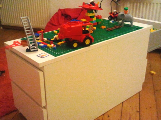 ladekast 746752 Malm Lego play table