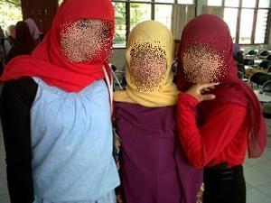 Fashion Hijab Tidak Syar'i 3