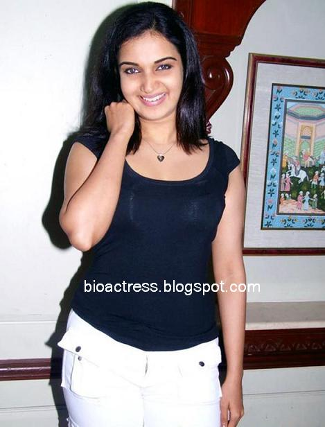actress honey rose sizzling sexy without makeup