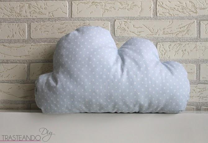 Diy coj n nube para los peques de la casa trasteando diy for Cojines de nubes
