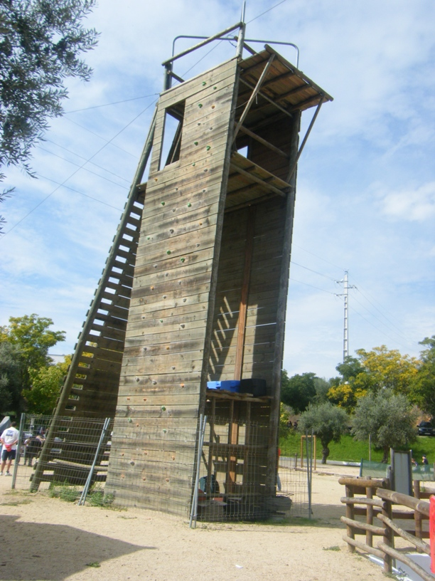 Torre de Madeira para fazer rappel
