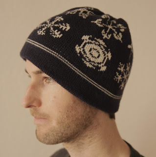 Man wearing white-on-gray knitted snowflake pattern hat