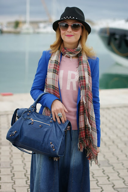 Maxi denim skirt, Balenciaga City blue, Sun68 sweatshirt, Fashion and Cookies, fashion blogger