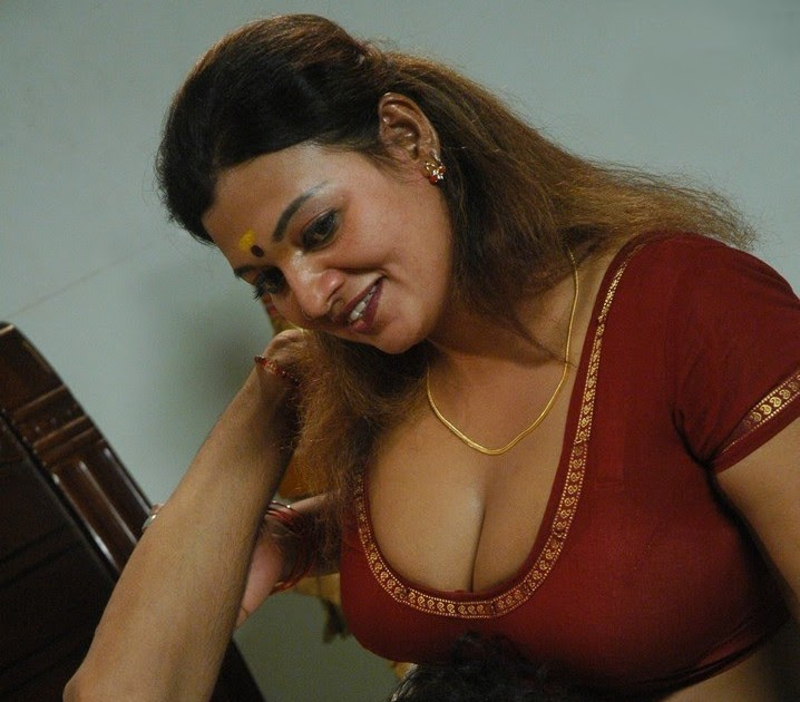 Bestmovie: Thiruttu Sirukki Hot Actress Stills