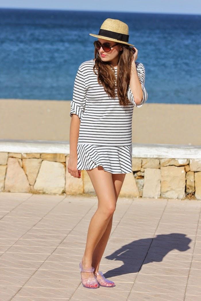 playa_outfit_look_oysho_sombrero_hat_vestido_dress_cagrejeras_plastico_goma_sandalias_ebay_persunmall_streetstyle_angicupcakes04