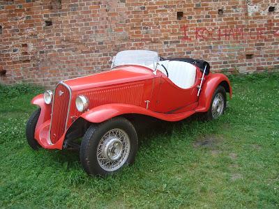 Zamek Dybowski Toruń wystawa starych samochodów