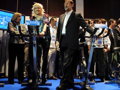 Marta Domínguez en un mitin con Mariano Rajoy