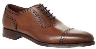 Giày Semi Brogue với với đường trang trí ở mũi