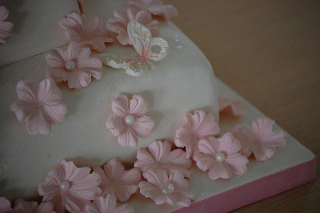 Liten sommerfugl på Justin Bieber-kake