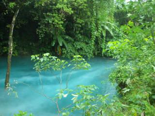 Keindahan Danau Ninivila Maluku