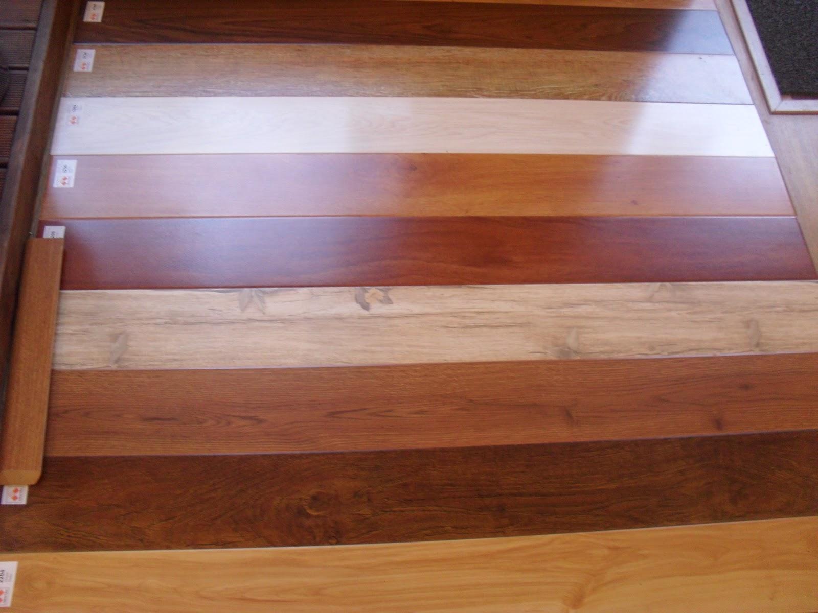 Como instalar pisos de madera for Bar flotante de madera