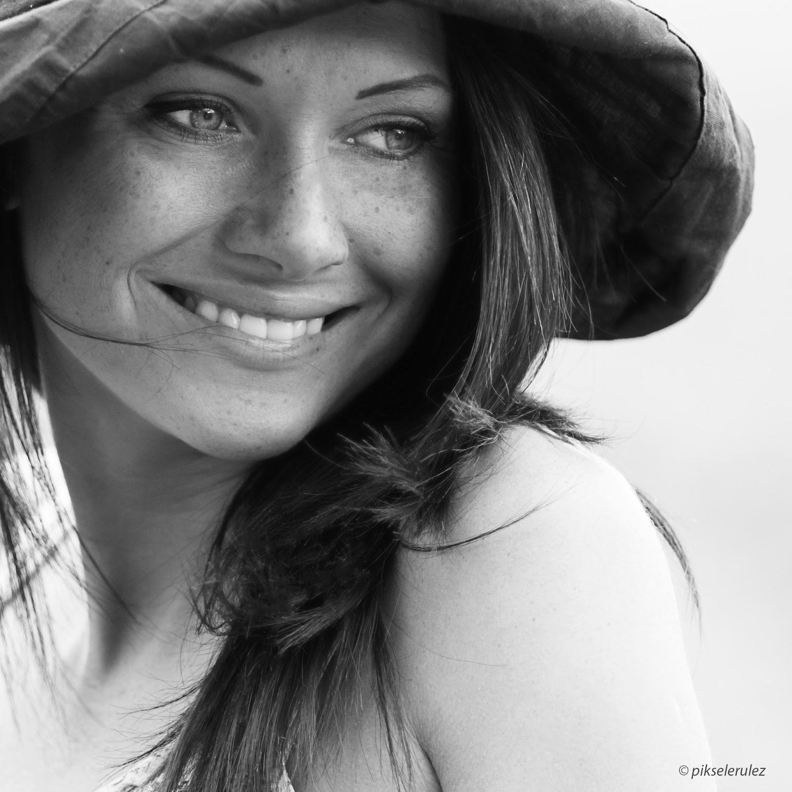 people, portraits, Poland, Agata Raszke, portret, kobieta, black&white, freckles, piegi,
