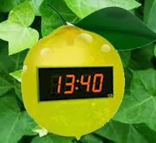 reloj con limones o pila de limon