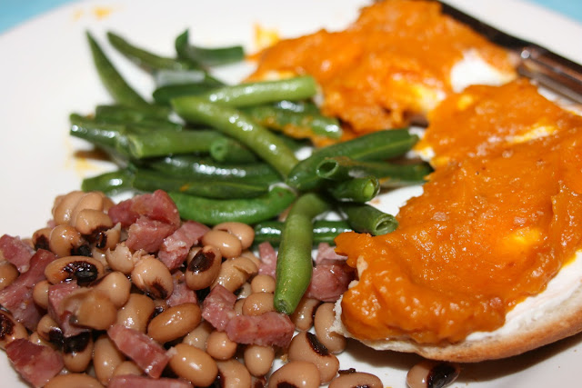 Kabocha Bagel with black-eyed peas and green beans