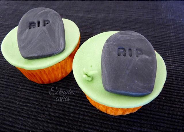 cupcakes de Halloween con fondant - lapida