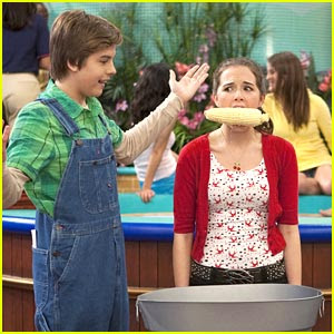 • MFPOMN - My Favorit Picture Of My Neighbour - Page 3 Dylan-sprouse-corn-cob