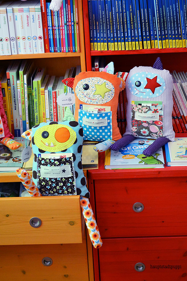 Monster im Bücherladen - Monster on book-shelfs