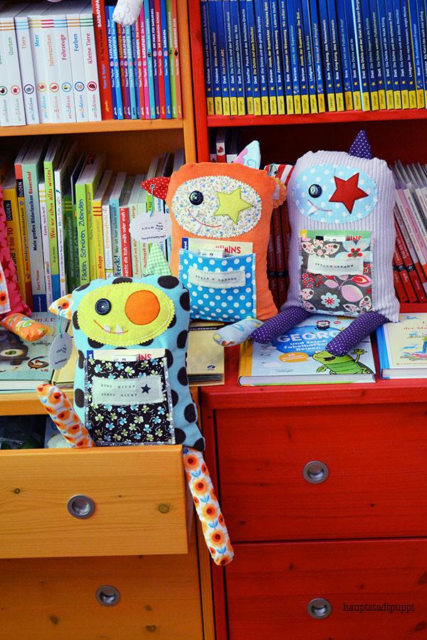 Monster im Bücherladen - Monster on book-shelfs
