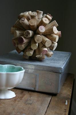 Pallina decorativa da riciclo creativo tappi