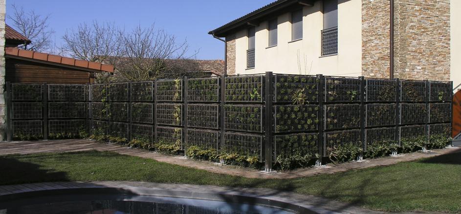 Home insight jard n vertical air garden for Separador piedras jardin